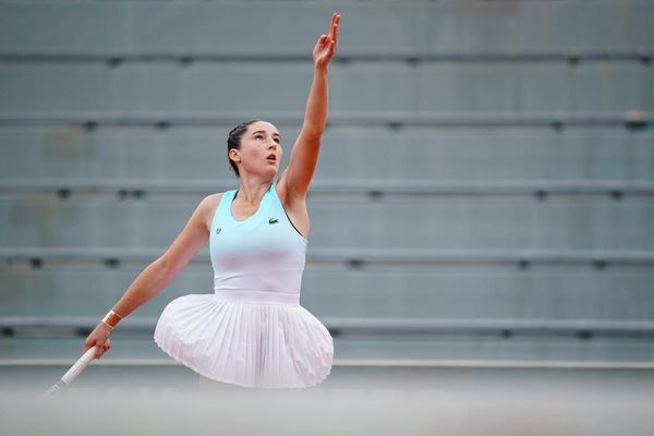 La joueuse de tennis de Lyon, Elsa Jacquemot se hisse en demi-finales du tournoi juniors de Roland Garros. Le 8 octobre 2020, la Lyonnaise a passé son cinquième tour sans perdre un set.