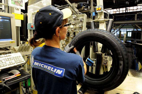 Michelin a annoncé lundi 25 mars avoir signé un accord de flexibilité avec la CFDT et la CFE-CGC. Pour entrer en vigueur, cet accord doit toutefois être approuvé sur les sites concernés.