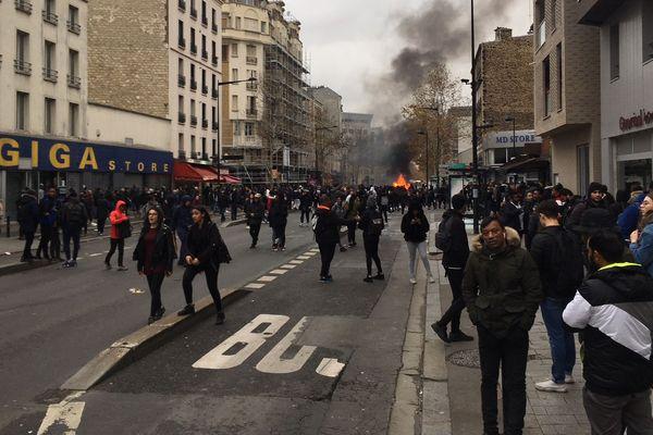 Des centaines de manifestants lors d'un mouvement parti du lycée Jean-Pierre Timbaud à Aubervilliers (Seine-Saint-Denis).