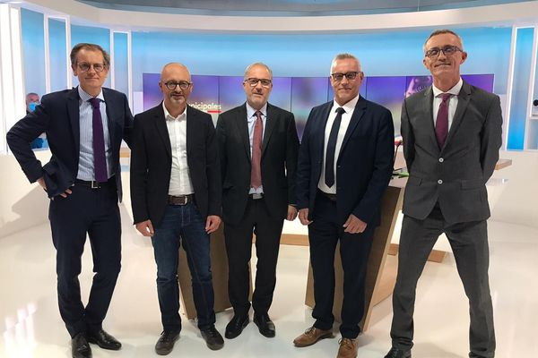 Aux côtés de Robin Durand (à gauche), Damien Girard, Fabrice Loher, Bruno Blanchard et Laurent Tonnerre (de gauche à droite) face à face pour notre débat du 2e tour pour les Municipales de Lorient