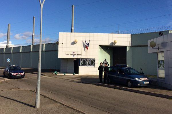 ARCHIVES - Des gendarmes devant le centre pénitentiaire de Borgo (Haute-Corse)