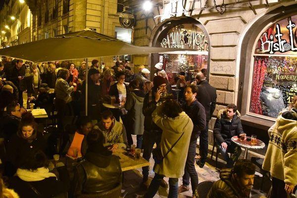 Le 11 janvier 2019, après 1 mois de fermeture rouvre ses portes. Des centaines de personnes sont venues apporter leur soutien au Chat Noir.