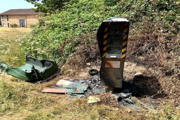 Les restes calcinés du radar d'Uzurat au nord de Limoges