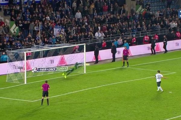 Lors de la séance de tirs au but contre Saint-Etienne, à la Meinau, le 25 octobre.