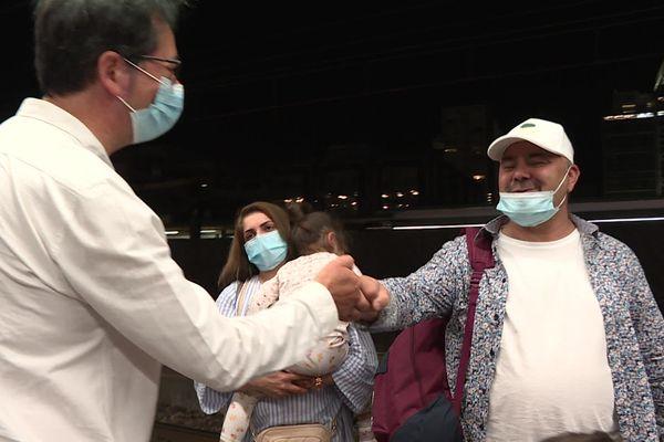 Shapour et les siens accueillis à leur arrivée en gare de Lyon Part-Dieu par leur avocat, Me Jean Sannier - 13/9/21