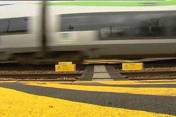 Le passage pour piétons en gare d'Audrieu, fatal à l'adolescente. Une passerelle sécurisée a été installée en 2012.