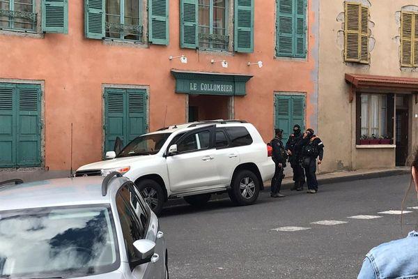 Une équipe du GIGN de Dijon est arrivée à Cunlhat peu avant 14 heures mardi 22 juin.