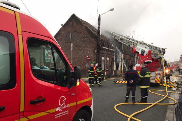 La maison était totalement embrasée à l'arrivée des pompiers.