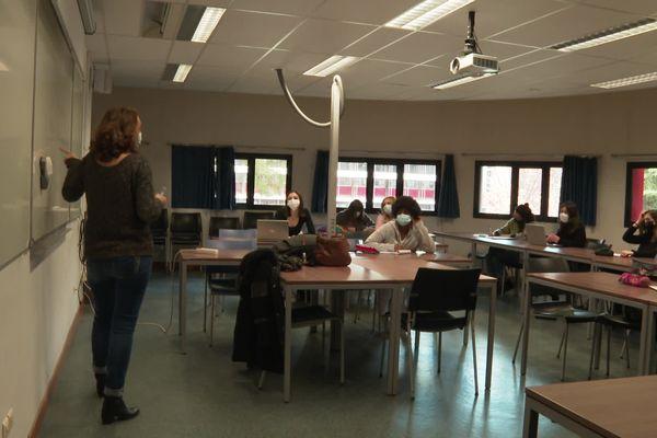 Des étudiants de première année à l'université Paul-Valéry à Montpellier assistent à un TD en présentiel après un semestre de cours à distance -25/01/2021