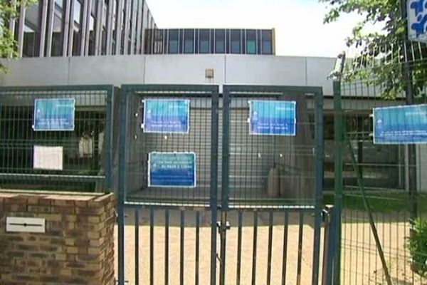 L'allocataire, privé de RSA depuis mai, a tenté de s'immoler mercredi 8 août à la CAF de Mantes-la-Jolie (Yvelines)