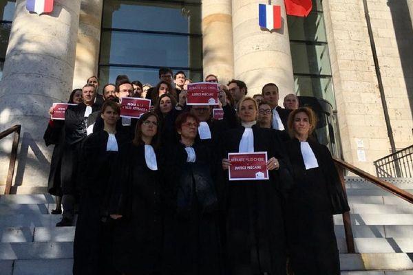 Les avocats du barreau de Rodez ont voté à l'unanimité la grève pour toutes les activités judiciaires.
