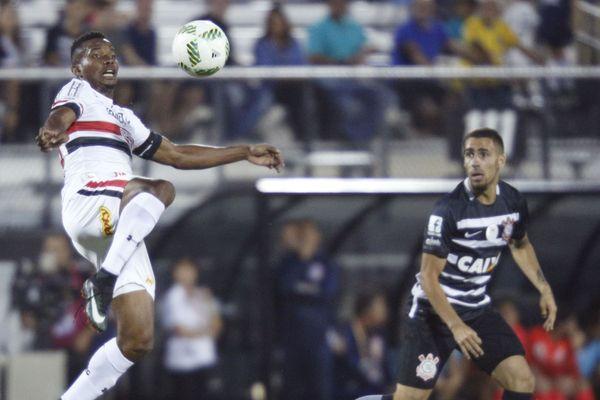 Thiago Mendes (à gauche) serait d'accord pour rejoindre Lille, mais Sao Paulo voudrait plus d'argent