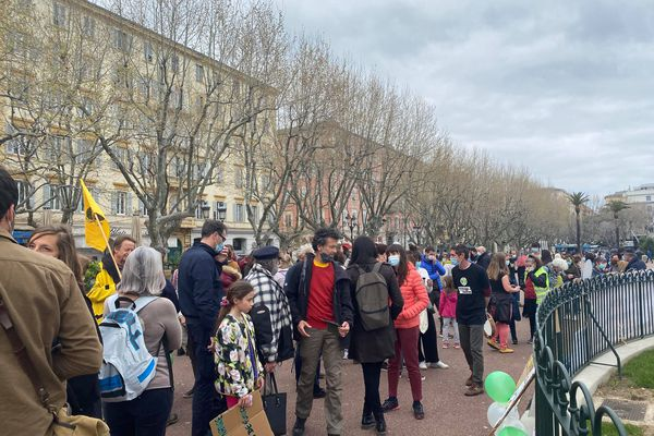 Malgré les restrictions sanitaires, les manifestants étaient présents à Bastia.