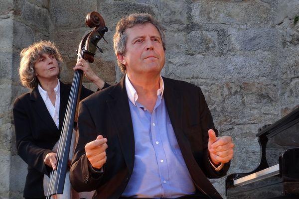 Le pianiste Philippe Duchemin jouera à 19 h sur sa page Facebook avec la contrebassiste Patricia Lebeugle un répertoire personnel et des standards de jazz
