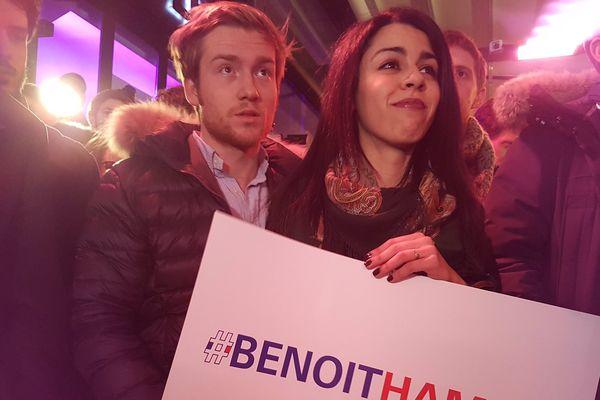 Des sympathisants pro-Benoît Hamon, dimanche soir, au QG du candidat à la primaire socialiste, à Paris.