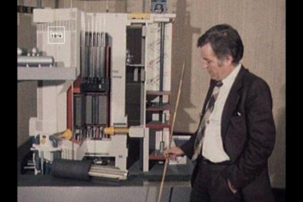 Archive INA 1980  : un responsable d'EDF expliquant que la perte d'étanchéité de la gaine du barreau d'uranium a provoqué la fuite du combustible dans les eaux de la Loire au niveau de Saint Laurent-des-eaux (Loir-et-Cher)