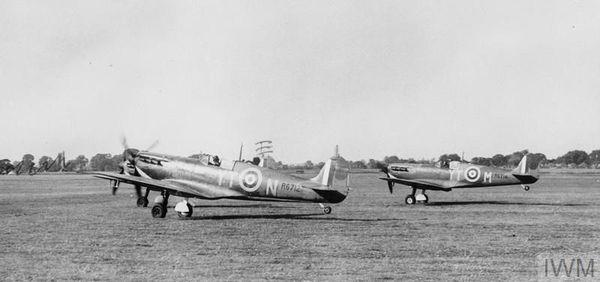 Des Spitfire du 65 Squadron à Hornchurch en août 1940.