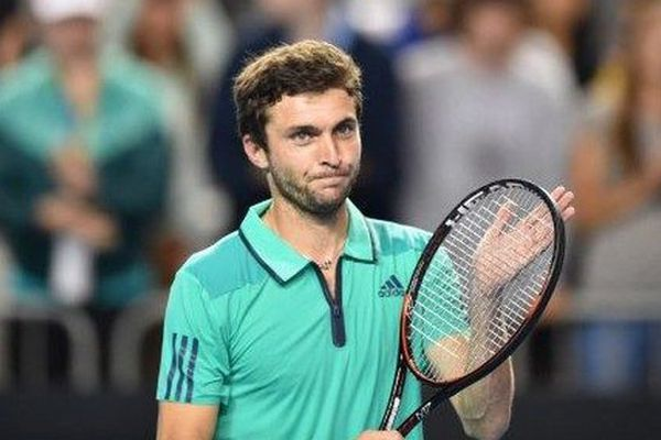 Simon, tête de série N.14, rencontrera le Serbe Novak Djokovic (N.1) ou l'Italien Andreas Seppi (N.28) en 8ème de finale de l'Open d'Australie.