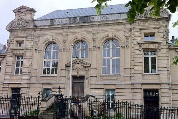 Deux mineurs comparaissent devant le tribunal pour enfants de Dieppe pour avoir tué Alexandre.