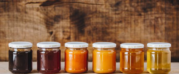 Printemps, Châtaigneraie, Maquis de printemps, Maquis d'été, Maquis d'automne et Miellats du maquis, les 6 miels de la gamme AOP miel de Corse