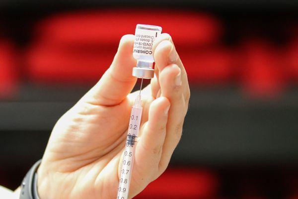 Dans les Hauts-de-France, 2 889 694 personnes ont reçu une première dose de vaccin et 1 621 483 personnes sont complétement vaccinées, au 21 juin.
