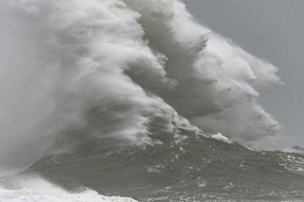 Grosses vagues sur les côtes du Finistère