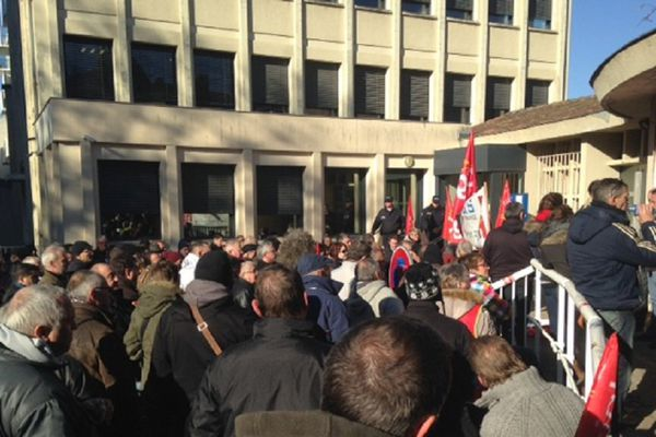 Les salariés de GM&S devant le tribunal de commerce de Poitiers