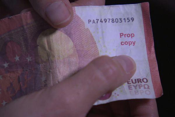"""Sur ce faux billet, figure la mention """"Prop copy""""."""