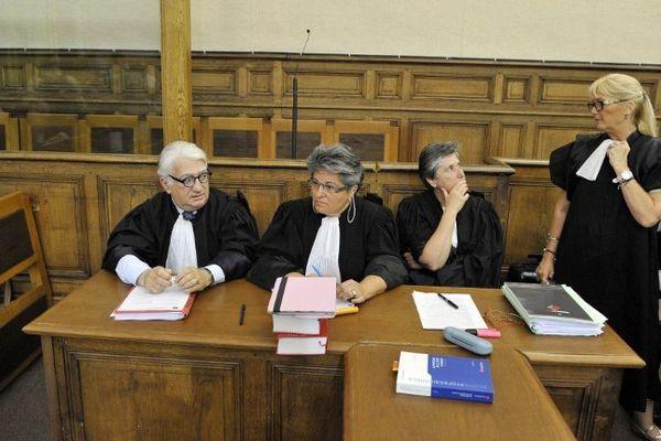 Me Valérie Devèze-Fabre (à droite), avocate de la première partie civile, Julie, dont Matthieu est le violeur présumé dans le Gard en 2010, a demandé jeudi après-midi une levée du huis-clos dans le procès qui se tient depuis le 18 juin aux Assises du Puy-en-Velay. La Cour a fait droit à sa demande. Matthieu comparait pour viols et meurtre avec préméditation, celui d'Agnès Marin le 16 novembre 2011 au Chambon-sur-Lignon.