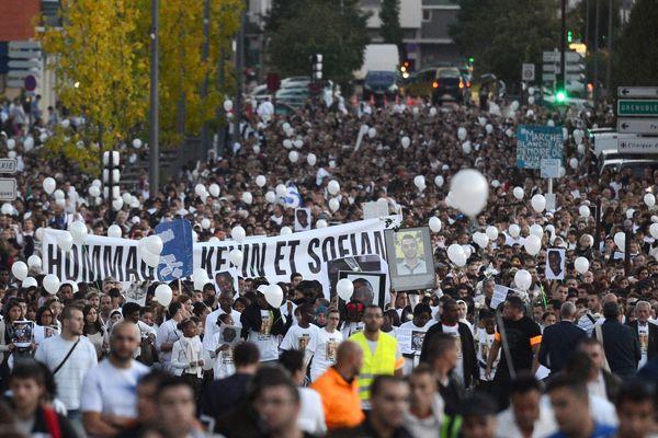 Marche blanche à Echirolles pour Kevin et Sofiane le 2 octobre 2012.