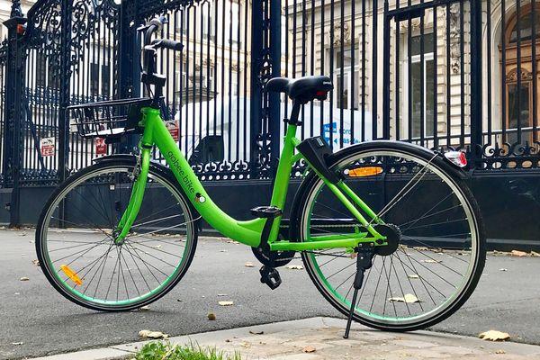 Un des vélos tout vert de Gobee.bike