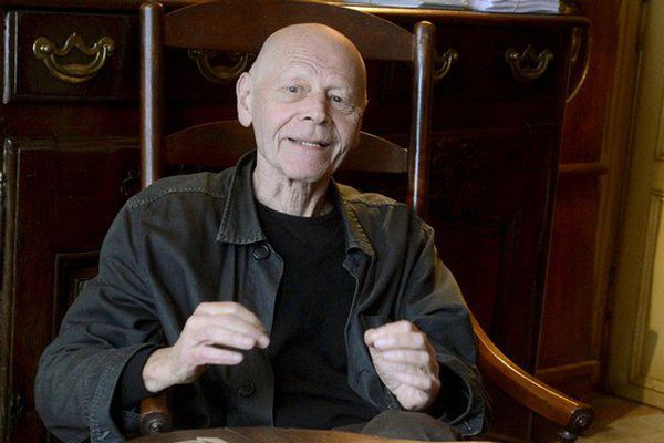 Pierre Michon est né dans la Creuse en 1945