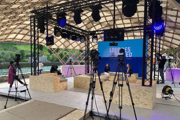 plateau de l'émission spéciale diffusée à 16h depuis le sanctuaire de Lourdes