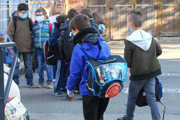 Illustration. Les écoliers ont repris les cours en présentiez le lundi 26 avril.