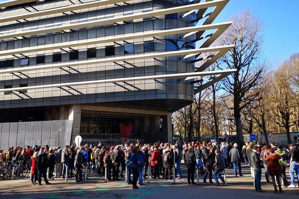 Plusieurs personnes étaient venues soutenir les occupants du squat lors de l'audience à la Cour d'appel le 14 février dernier