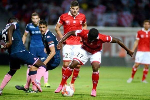 Nîmes a affronté Evian-Thonon-Gaillard pour son première match de la saison, concédant le nul. 31 juillet 2015