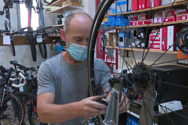 Il faut parfois attendre un mois pour faire réparer son vélo car les professionnels sont submergés de demandes.