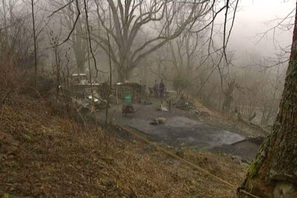 Le 1er mars dernier,le charbonnier Roger Feder perdait tout dans l'incendie de son chalet à Bourbach-le-Haut.Ce week-end, un concert de soutien était organisé au Parc de Wesserling