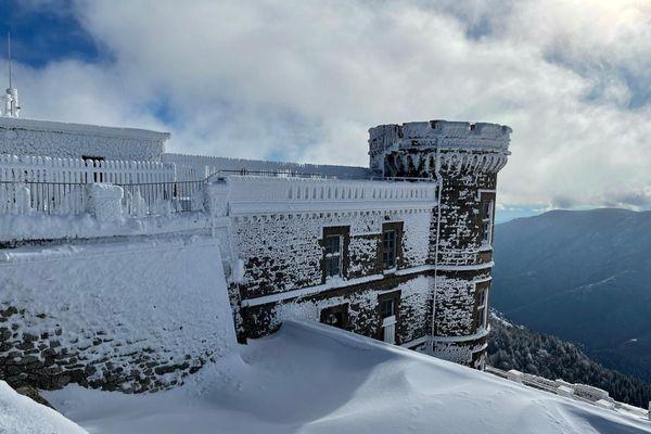 L'observatoire météo du Mont Aigoual sous la neige le 5 janvier 2021
