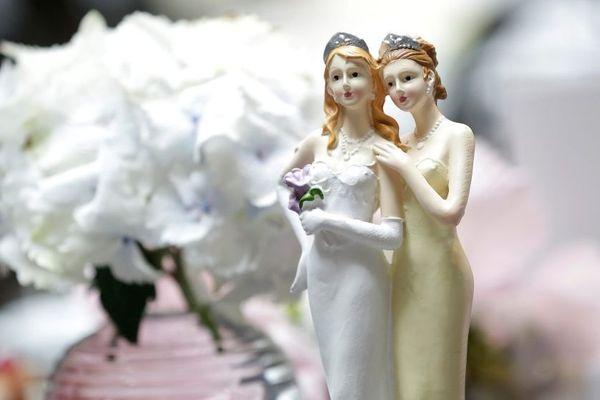 Un oui pour deux filles. Le mariage pour tous arrive à son tour dans la région
