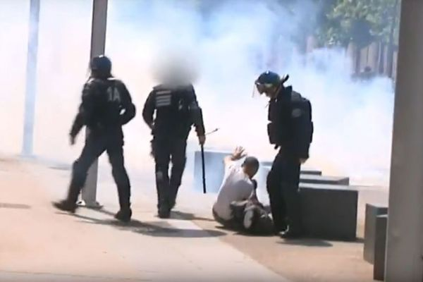 Les images filmées par notre équipe le 26 mai 2016 place Gardin à Caen lors d'une manifestation contre la loi travail.
