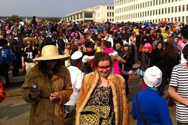 Le soleil est au rendez-vous pour le coup d'envoi du carnaval étudiant