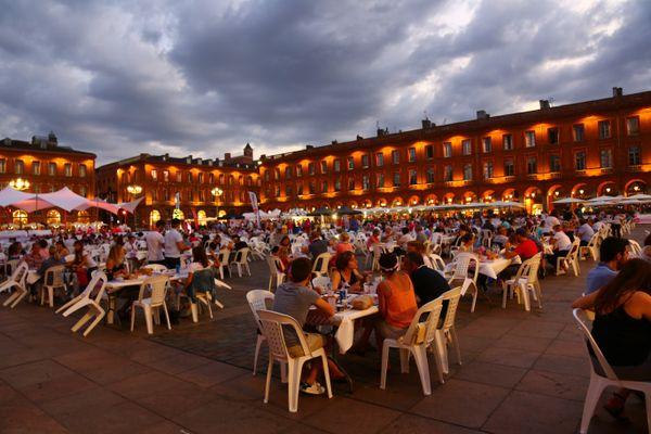 """8ème édition du festival """"Toulouse à table !"""", place du Capitole (2021)"""