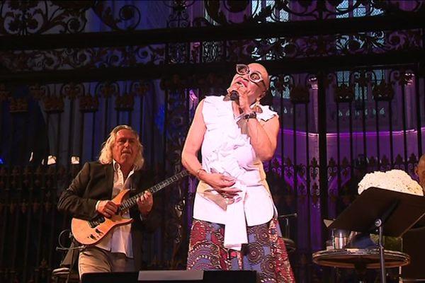 La chanteuse jazz Dee Dee Bridgewater a inauguré la scène du festival de Saint-Riquier mardi 2 juillet.