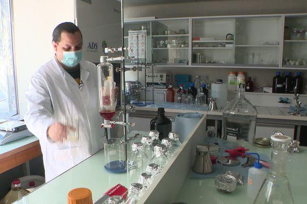 Analyse des prélèvements au laboratoire de l'université de Paris-est/Créteil