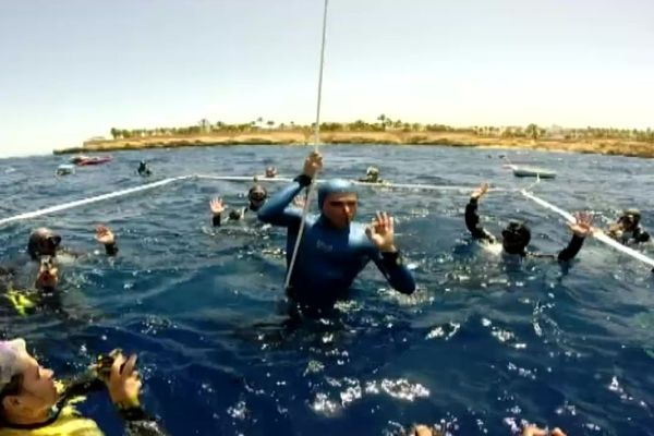 Aranud Jerald vient de descendre à 108 mètres de profondeur.