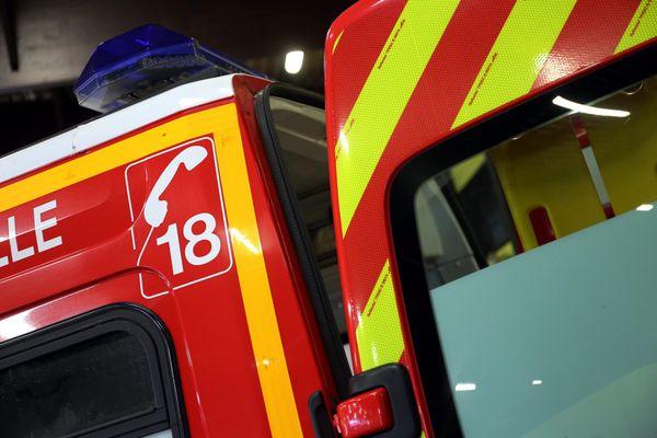 Il a fallu 6 véhicules de secours et l'intervention de 23 sapeurs-pompiers pour maîtriser l'incendie (photo d'illustration).