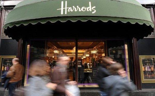 Le célèbre magasin Harrods ferme ses portes à Londres.