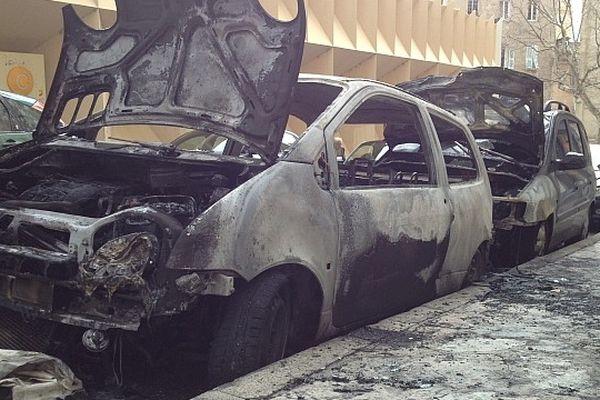 Le premier véhicule d'où serait parti l'incendie dans la nuit de samedi à dimanche à Bastia (Haute-Corse)