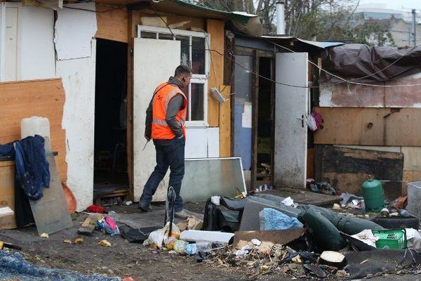 Photo prise après l'évacuation d'un des plus grands camps Rom de France, mercredi 27 novembre, au petit matin en Seine-Saint-Denis.
